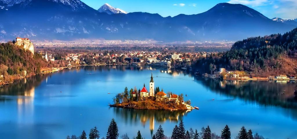 folklorni festival na bledu slovenija