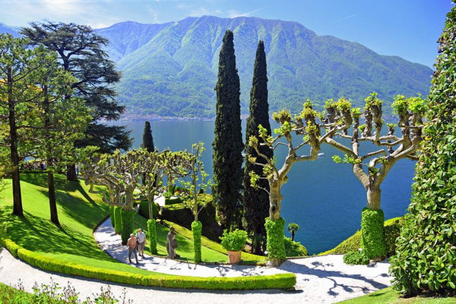 INTERNATIONAL FOLKLORE FESTIVAL Varenna, Lago di Como, Lombardy, Italy