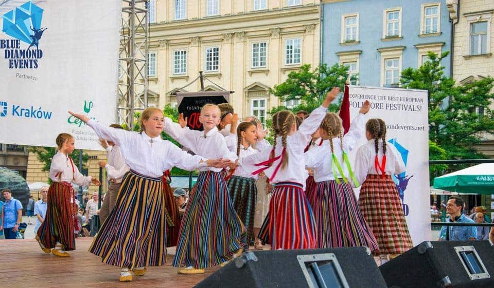 diethnes-festival-paradosiakon-choron-stin-krakovia