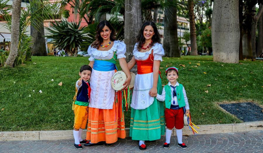 Festival de folklore en Sorrento - Napoles, Italia